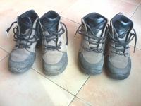 Dues botes excursionisme o per a dies de fred i pluja